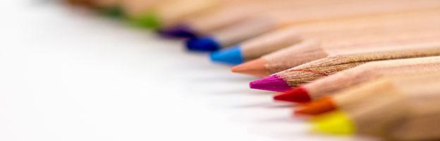 Imagem de vários lápis coloridos como capa para Tabelas ou Referências