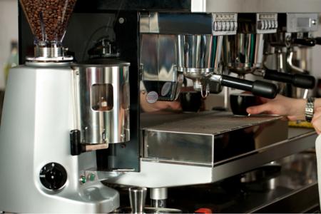 Máquina de Café como capa para o artigo As 3 Fases dos Algoritmos