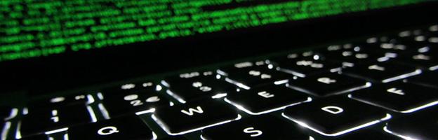 Imagem de um teclado e tela para ser usada como capa para posts de programação