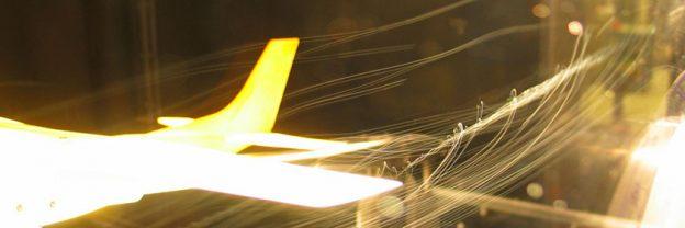"""Banner para o post """"Introdução ao JUnit""""; é a imagem de um avião em um túnel de vento."""